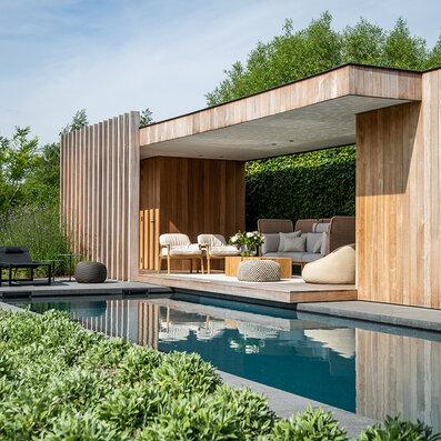Pool house accueillante avec salon et  accessoires