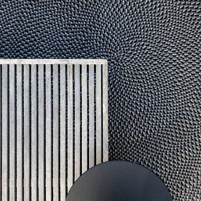 Gloster Grid tafel outdoor lounge tapijt Tribu Neutra Drops Vincent Van Duysen